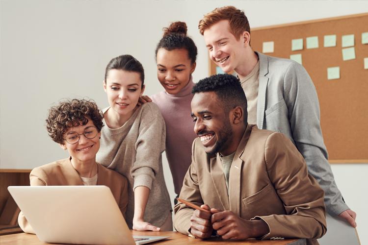 people-looking-on-laptop